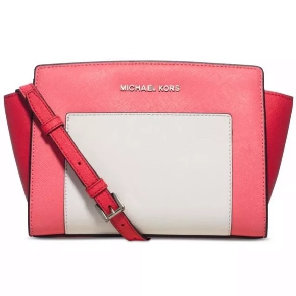 a1ba966c6dcc Michael Kors Bags | Selma Pocket Medium Messenger | Poshmark